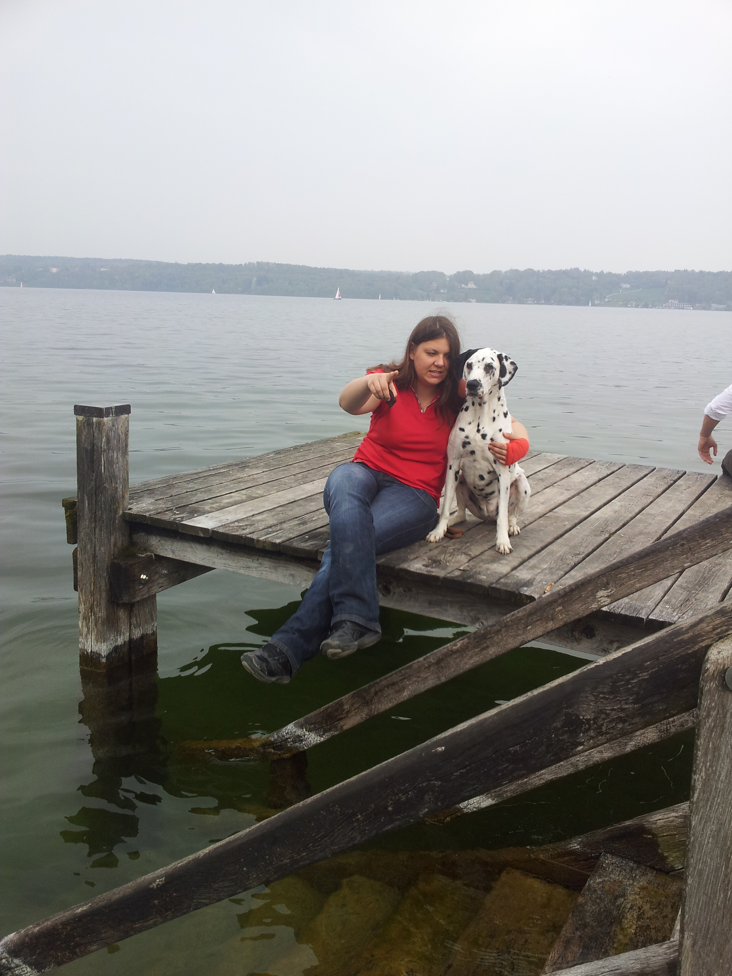 Luisa mit Dalmatiner Hundeprinzessin am Steg