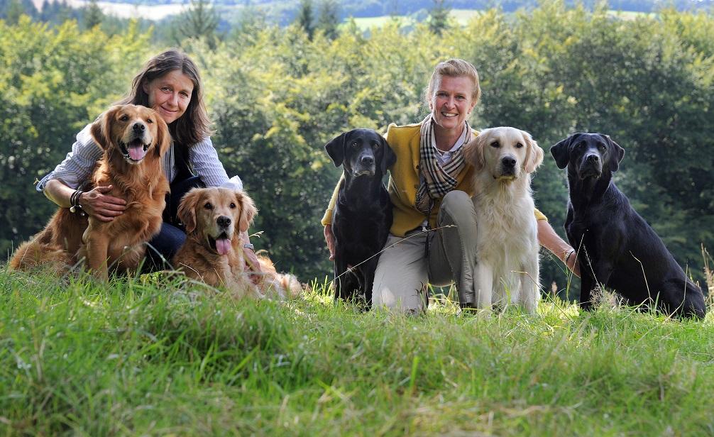 Tatjana_Kreidler_und_Dr_Ariane_Volpert_mit_Hunden_Foto_Franz_Luthe