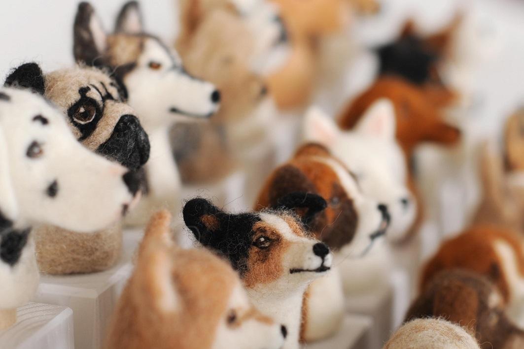 Hundeköpfe aus Filz