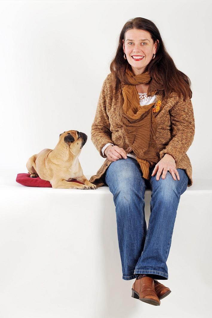 porträt Gabriele Blödorn mit ihrer Hündin Luna
