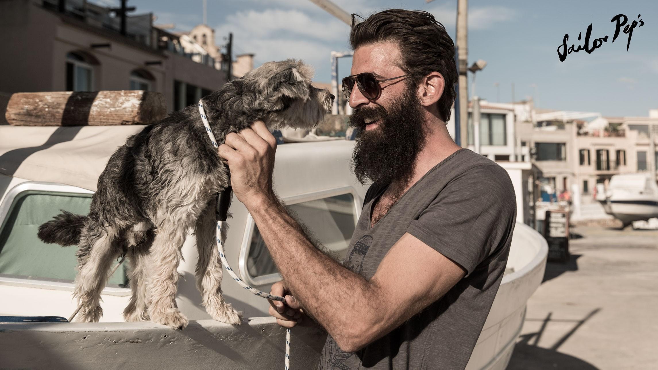 Hund am Hafen