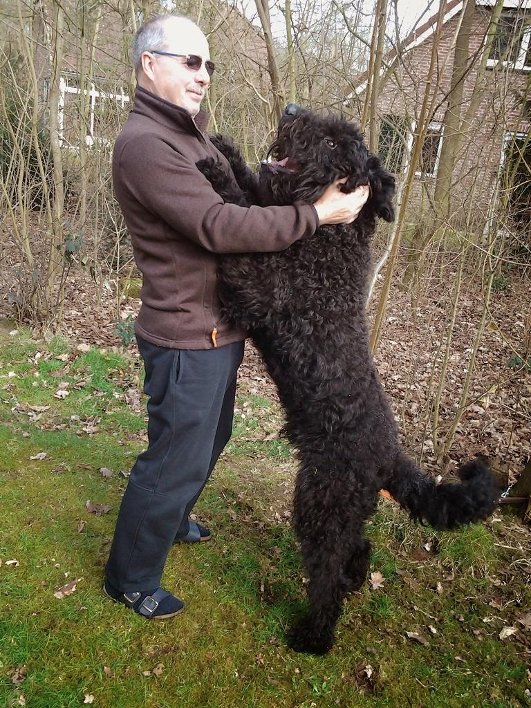 Hund Aaron mit seinem Herrchen