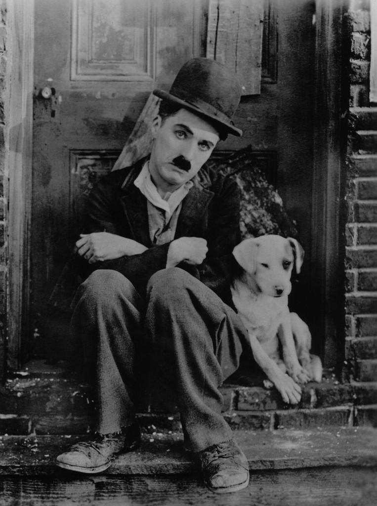 Charlie Chaplin mit Hund