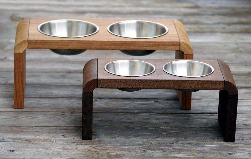 Treusinn - eleganter Napfhalter für den Hund aus Eiche