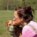 Sonja mit 1 Hund mit Maulkorb