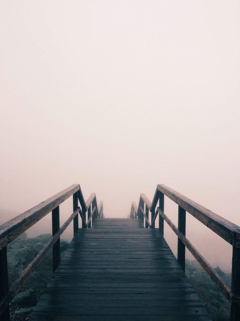 Brücke mit NEbel